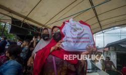 Bulog Salurkan Paket Bantuan Presiden di Kalsel
