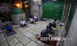 Masjid Palestina Buka Lagi, Lusinan Jamaah Datang