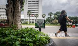 In Picture: <em>QR Code</em> pada Tanaman Hias di Trotoar Jakarta