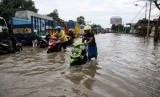 Puluhan warga koban banjir di Kecamatan Gunung Sahilan, Kabupaten Kampar, Riau, mulai terserang penyakit (Ilustrasi banjir)