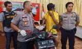Seorang begal motor ditembak polisi karena kabur saat hendak ditangkap.