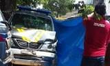 Mobil polisi patroli tabrak ambulance dan motor.