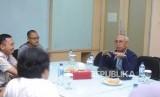 Direktur Utama PT Pembangunan Jaya Ancol Paul Tehusijarana menjelaskan dalam kunjungan ke kantor Harian Republika,Jakarta, Jumat (10/11).