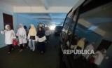 Sejumlah korban calon jamaah First Travel saat akan melakukan pengaduan di Kantor Inspektorat Kementerian Agama, Jakarta, Senin (28/1).