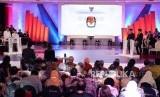 Suasana debat pertama pasangan calon presiden dan wakil presiden pemilu 2019 di Jakarta, Kamis (17/1).