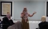 Suasana pelatihan menulis novel bersama Asma Nadia di Kantor Republika, Jakarta, Rabu (24/4).
