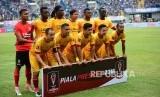 Tim Sriwijaya FC pada laga perdana Piala Presiden antara Persib Bandung melawan Sriwijaya FC di Stadion Gelora Bandung Lautan Api, Bandung, Selasa (16/1).