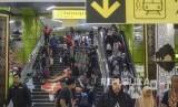 Arus mudik di Stasiun Gambir. Pemerintah masih belum memutuskan kebijakan apa yang akan diambil terkait mudik di masa pandemi Covid-19.