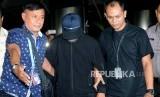Ketua Umum Partai Persatuan Pembangunan (PPP) Romahurmuziy (mengenakan masker dan bertopi)