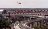 Enggak Pake Repot, Pesan Go-Car Bisa Langsung di Terminal Bandara Soetta. (FOTO: Sufri Yuliardi)