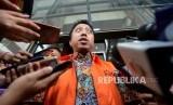 Tersangka kasus dugaan suap seleksi pengisian jabatan di Kementerian Agama Romahurmuziy memberikan keterangan usai menjalani pemeriksaan di Gedung KPK, Jakarta, Jumat (22/3).