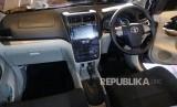 Tampilan baru interior Toyota New Avanza yang dipamerkan pada peluncuran New Avanza dan New Veloz 2019 di Jakarta, Selasa (15/1).