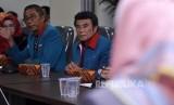 Ketua Umum Partai Idaman, Rhoma Irama didampingi Sekjen Partai Idaman, Ramdansyah, serta jajaran pegurus DPP Partai Idaman melapor ke Kantor Bawaslu, Thamrin, Jakarta, Senin (23/10).