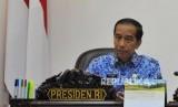 Rapat Kabinet: Presiden Joko Widodo bersama Wakil Presiden Jusuf Kalla memimpin rapat kabinet terbatas di Jakarta, Selasa (26/2).