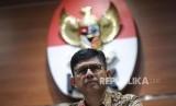 Wakil ketua KPK  Laode M Syarif  memberikan keterangan saat  melakukan  konfrensi pers di Kantor KPK, Jakarta, Ahad (4/2).