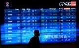 Layar besar menunjukan pergerakan indeks saham di Bursa Efek Indonesia. ilustrasi