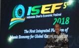 Deputi Gubernur Bank Indonesia (BI) Dody Budi Waluyo menyampaikan pidato pembukanya pada acara diskusi The 4th International Islamic Monetary Economic and Finance Conference (IIMEFC) 2018 pada rangkaian acara Indonesia Shari'a Economic Festival ke 5 (ISEF), di Surabaya, Kamis (13/12).