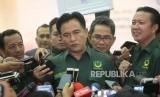 Ketua  Umum Partai Bulan Bintang Yusril Ihza Mahendra memberikan  keterangan kepada media saat acara Pengundian Nomor Urut Peserta Pemilu 2019 di Kantor KPU, Jakarta, Ahad (18/2).