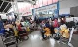 Suasana penumpang saat menunggu pesawat di terminal 1 Bandara Soekarno-Hatta, Tangerang. ilustrasi
