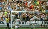 Gordon Banks saat membuat penyelamatan dari tandukan Pele. Mandatory Credit : Action Images / Sporting Pictures