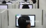 Ujian SMBPTN Berkebutuhan Khusus. Peserta mengikuti Ujian Seleksi Bersama Masuk Perguruan Tinggi Negeri (SMBPTN) 2018 dengan ujian tulis berbasis komputer di Universitas Indonesia, Depok, Jawa Barat, Selasa (8/5).