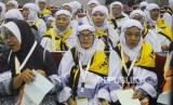 Asrama Haji Pondok Gede.Sejumlah calon jamaah haji kloter II dari Banten menunggu jadwal pemeriksaan kesehatan, di Asrama Haji Pondok Gede, Jakarta Timur, Ahad,(7/7).