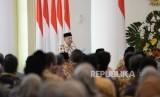 Pembukaan Mukatamar Al Irsyad. Ketua Umum PP Al Irsyad Al Islamiyah KH Abdullah Djaidi memberikan pengantar saat silaturahim dengan Presiden Joko Widodo di Istana Bogor, Jawa Barat, Kamis (16/11).