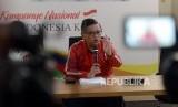 Sekretaris TKN Hasto Kristiyanto memberikan keterangan saat konferensi pers di Rumah Cemara, Menteng, Jakarta, Sabtu (23/3).