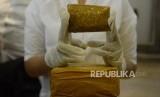 Rilis Narkoba. Sejumlah barang bukti diperlihatkan saat rilis pengungkapan tindak pidana narkotika jenis sabu  (ilustrasi)