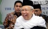 Ketua MUI KH. Ma'ruf Amin memberikan paparan usai menerima sumbangan untuk Palestina di Kantor MUI, Jakarta, Selasa (13/2).