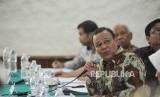 Lembaga Survei Indonesia Kuskridho Ambardi memaparkan hasil temuan survei yang di lakukan LSI dalam diskusi temuan survei nasional di Jakarta, Rabu (15/11).