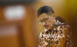 Terdakwa kasus suap jual beli jabatan di Pemkab Cirebon yang juga Bupati Cirebon nonaktif Sunjaya Purwadisastra menjalani sidang vonis di Pengadilan Tipikor Bandung, Kota Bandung, Rabu (22/5).