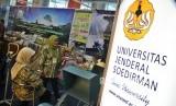Ulang Tahun ke-50 Unsoed: Sejumlah mahasiswa dan alumni Universitas Jenderal Soedirman menghadiri peringatan ulang tahun ke-50 di Jakarta, Sabtu (28/9).