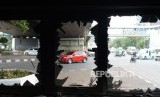 ondisi bangunan pos polisi bundaran slipi yang hangus terbakar pasca aksi demo pelajar tolak UU KPK hasil revisi dan RKUHP di kawasan Petamburan, Jakarta, Kamis (26/9/2019).