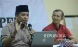 Sekjen Federasi Serikat Guru Indonesia (FSGI) Satriwan Salim (kiri)
