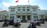 Gedung Merdeka, gedung bersejarah tempat berlangsungnya Konferensi Asia Afrika (KAA), di Jalan Asia Afrika, Kota Bandung.
