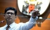 Wakil Ketua Komisi Pemberantasan Korupsi (KPK) Laode M.Syarif menyampaikan keterangan pers terkait penetapan tersangka di Gedung Merah Putih KPK, Jakarta, Selasa (10/9).