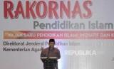 Menteri Agama Lukman Hakim Saifuddin memberikan sambutan pada pembukaan Rapat Koordinasi Nasional Pendidikan Islam Kementerian Agama di Hotel Mercure, Ancol, Jakarta, Rabu (14/3).
