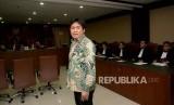 Terdakwa kasus suap proyek pembangunan jalan di Maluku dan Maluku Utara Musa Zainuddin bersiap menjalani sidang dengan agenda pembacaan vonis di Pengadilan Tipikor, Jakarta, Rabu (15/11).