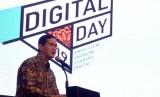 Direktur Eksekutif Komite Nasional Keuangan Syariah (KNKS) Ventje Rahardjo memberikan kata penutup pada acara Islamic Digital Day 2019 di Jakarta, Senin (16/9).
