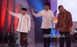Pasangan Capres dan Cawapres nomor urut 01 Joko Widodo dan KH. Ma'ruf Amin saat debat pertama pasangan calon presiden dan wakil presiden pemilu 2019 di Jakarta, Kamis (17/1).