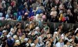Sejumlah umat Muslim menghadiri Pengajian Akbar DMI di Masjid Istiqlal, Jakarta, Rabu (25/7).