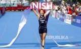 Triathlon Gagal Tambah Medali. Atlet Jepang Yuka Takahashi finish pertama pada cabang Triathlon nomor Putri Asian Games 2018 di Komplek Olahraga Jakabaring, Palembang, Jumat (31/8).