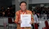 Ketua Bawaslu Abhan saat menyerahkan keterangan tertulis Bawaslu dalam Perselisihan Hasil Pemilihan Umum (PHPU) Pemilihan Presiden 2019 di Mahkamah Konstitusi (MK), Jakarta, Rabu (12/6).