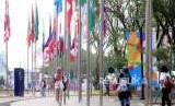 Sejumlah volunteer Asian Games 2018 beraktivitas di Wisma Atlet, Kemayoran, Jakarta, Senin (3/9).