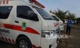 Pemerintah Kota (Pemkot) Depok mengirimkan sembilan mobil jenazah dan 15 mobil ambulans, Ahad (19/1). Mobil ambulans dikirim untuk membantu membawa jenazah dan korban luka-luka akibat kecelakaan bus di Subang, Jawa Barat yang ditumpangi oleh para Kader Posyandu Kota Depok (Ilustrasi Mobil Ambulans)