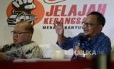 Sekretaris Umum PP Muhammadiyah Abdul Mu'ti (kanan) bersama para narasumber lainnya menjadi pembicara dalam dialog kebangsaan seri II di Stasiun Gambir, Jakarta, Senin (18/2).