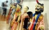 Wisatawan berkunjung ke Museum Wayang yang berada di kawasan Kota Tua, Jakarta Barat, Rabu, (3/1).