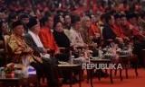 Ketua Umum PDIP Megawati Soekarnoputri bersama Presiden Joko Widodo, Wakil Presiden Jusuf Kalla, Wakil Presiden keenam Try Sutrisno, Wakil Presiden kesembilan Hamzah Haz dan Calon Wakil Presiden RI KH Ma'ruf Amin menghadiri acara puncak peringatan HUT PDIP ke 46 di JI-Expo, Kemayoran, Jakarta Pusat, Kamis (10/1).