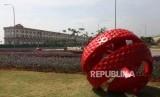 Deretan bagunan di kawasan Pulau D Reklamasi, Jakarta, Jumat (23/11).